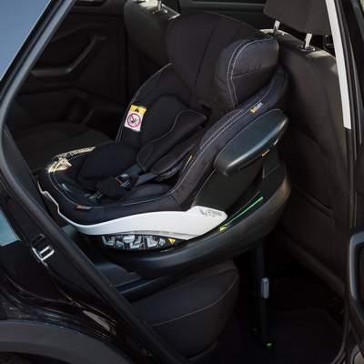 Sitz-mit-Base-bei-den-Imange-Bildern-gibt-es-welche-mit-Sitz-auf-Base-im-Auto-400px